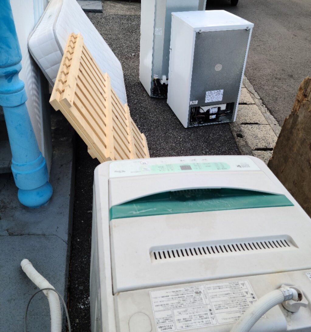 【静岡市】冷蔵庫、こたつ、タンス、食器棚、PCデスク等の回収